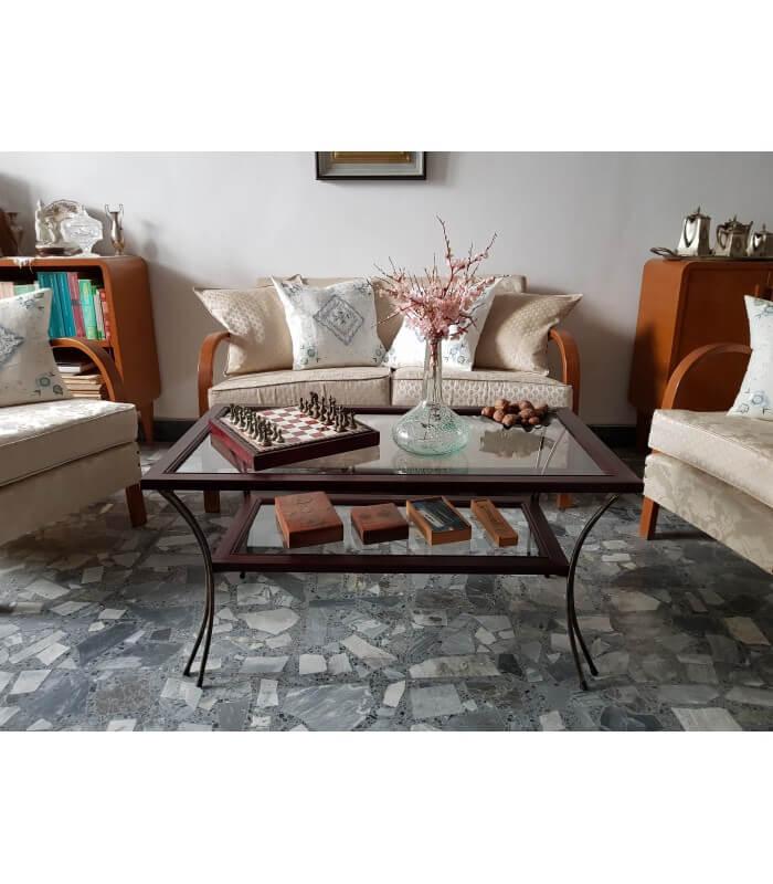 Tavolino da salotto in legno con piedi in ferro e ripiani for Quadri arredo salotto
