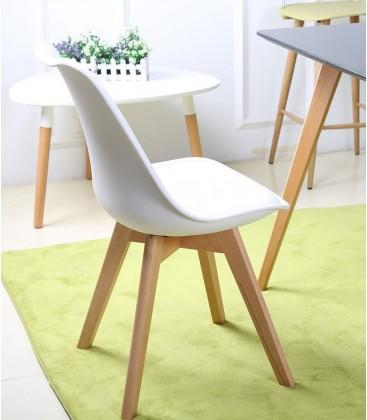 Sedia in propilene bianca e gambe in legno naturale