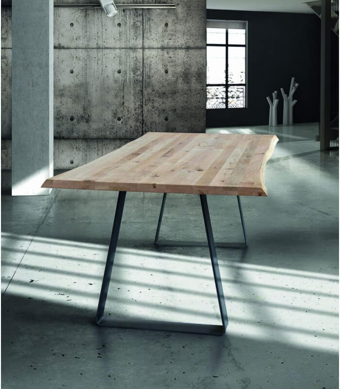 Tavolo moderno in legno massello con gambe in metallo - Spazio Casa