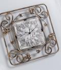 Orologio quadrato decorato con foglie edera in ferro battuto e quadrante in ceramica