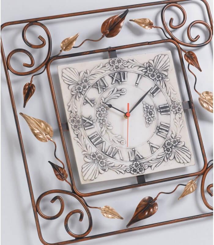 Orologio quadrato in ferro battuto decorato con foglie for Decorazioni in ferro battuto