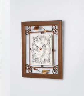 Orologio quadrato con cornice in legno e quadrante in ceramica decorato con foglie