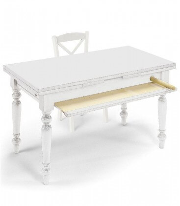 Tavolo in legno con stendipasta