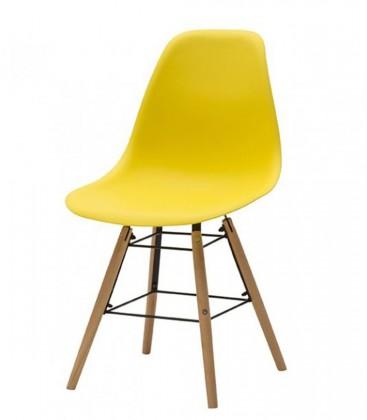 Sedia in polipropilene con gambe in legno