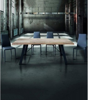 Tavolo in legno naturale metallo nero