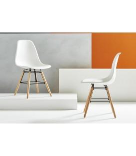 Set 4 Sedie Design in Polipropilene Gambe in legno