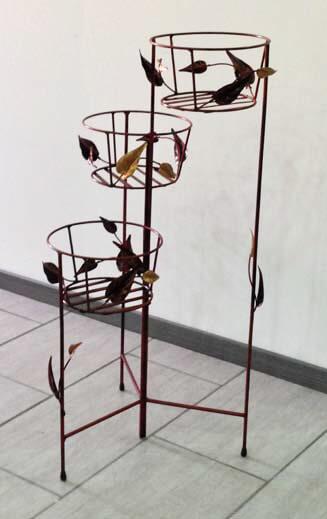 Portavasi decorato con foglie, in ferro battuto lavorato a mano